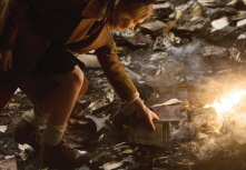 THE BOOK THIEF, Sophie Nelisse, 2013, TM and Copyright �20th Century Fox Film Corp. All rights reserved./courtesy Everett Collection